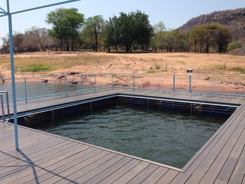 Lotri Bay - Lake Pool
